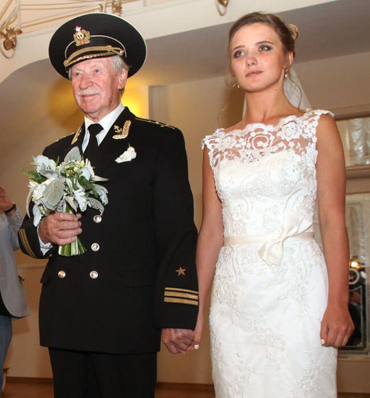 Звездные пары, которые выбрали себе половинку на 30 и более лет старше
