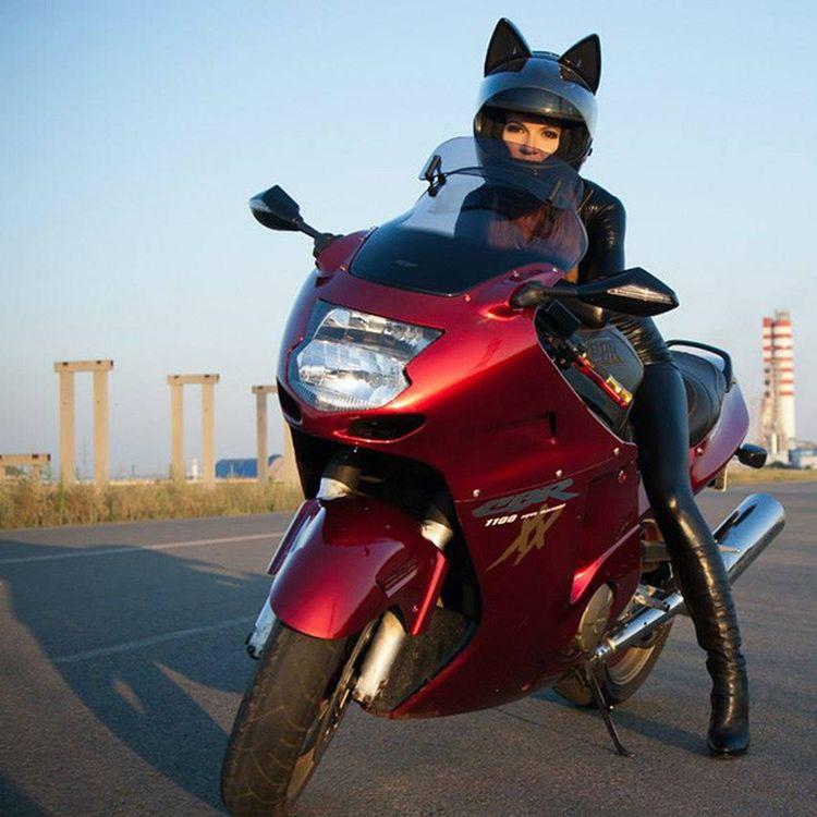 Девушки на мотоциклах: выбираем стильный неко-шлем с ушками